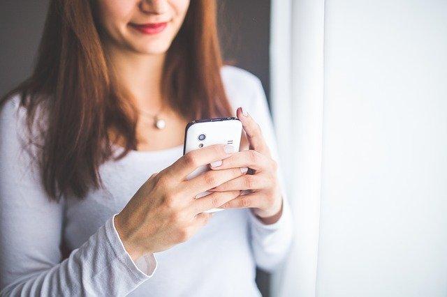 Que dire à une fille par sms : notre avis.